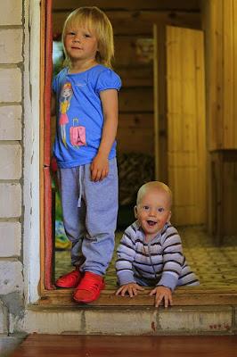 Родители, не ограничивающиеся одним ребенком, делают все правильно с точки зрения биологии — люди, воспитывающие двоих детей, реже становятся жертвами разнообразных серьезных болезней и живут, в результате, дольше.