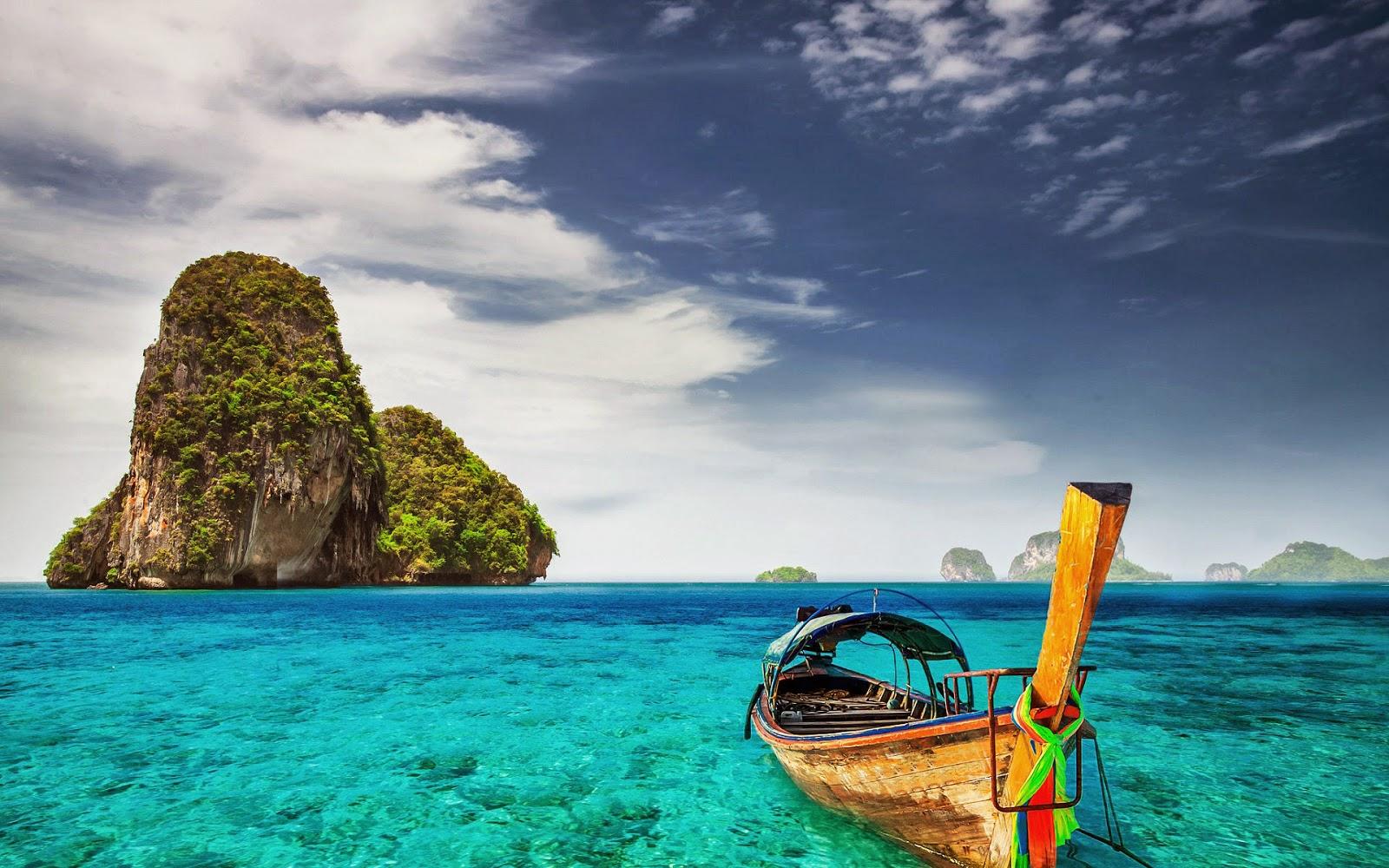 Zzee, bootje en eilanden en mooi helder water