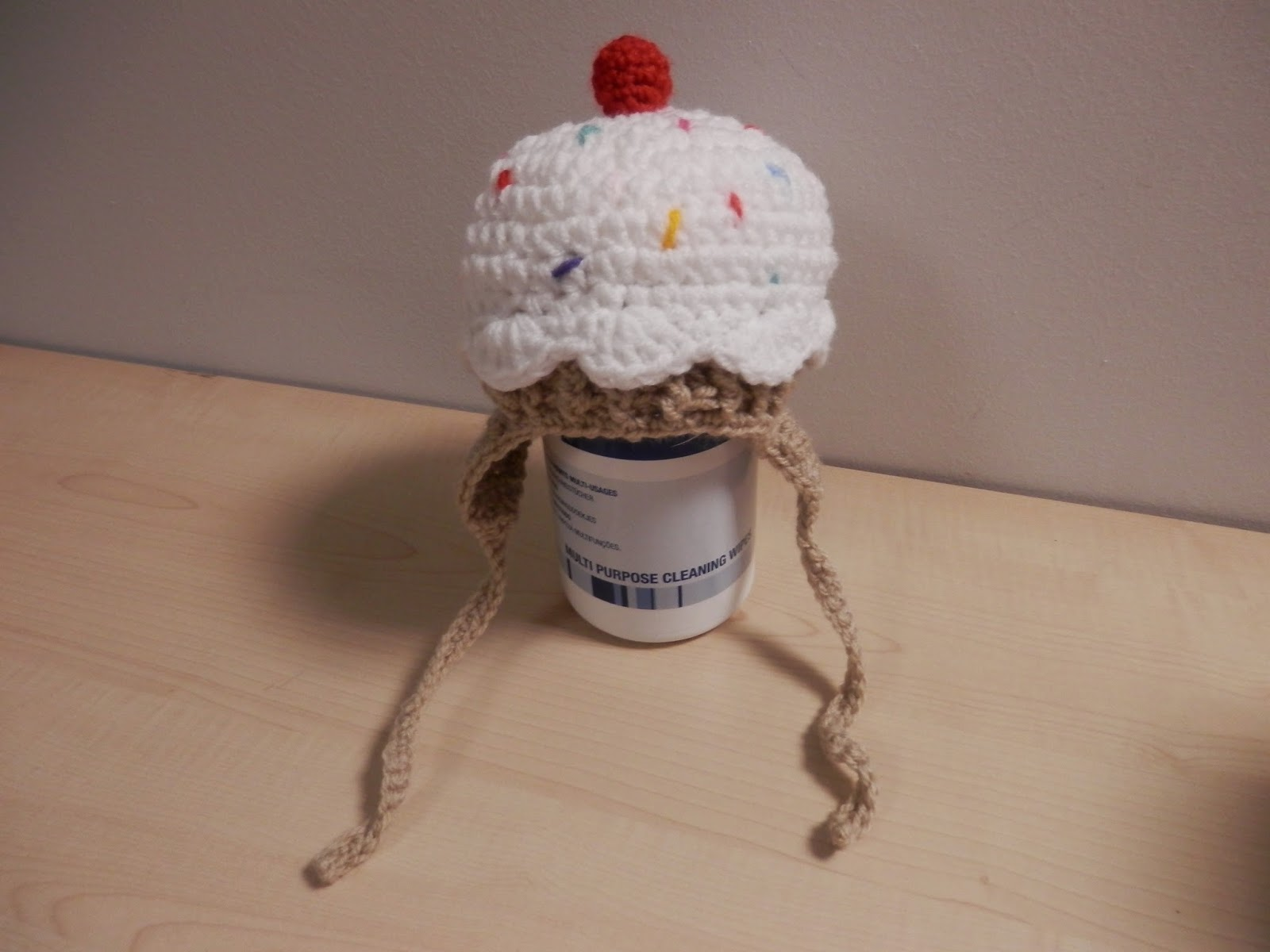 Crochet cupcake baby hat, from the free repeat crafter me pattern. secondhandsusie.blogspot.co.uk