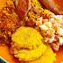 Comida del mediodía: Locrio de pollo y salami, fritos y ensalada