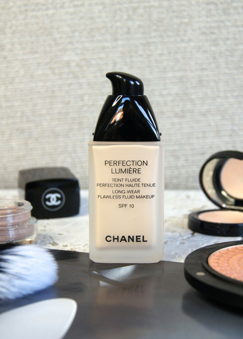 chanel perfection lumiere foundation review swatch b10 long wear flawless base medium coverage buildable semi matte finish luminous not cakey lightweight