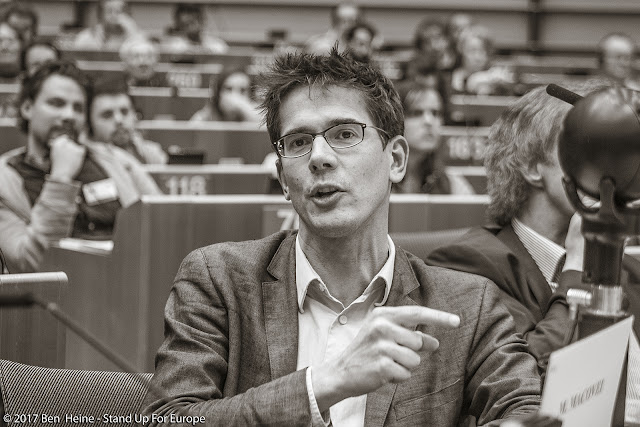 Député européen -  Stand Up For Europe - Parlement européen - Photo by Ben Heine