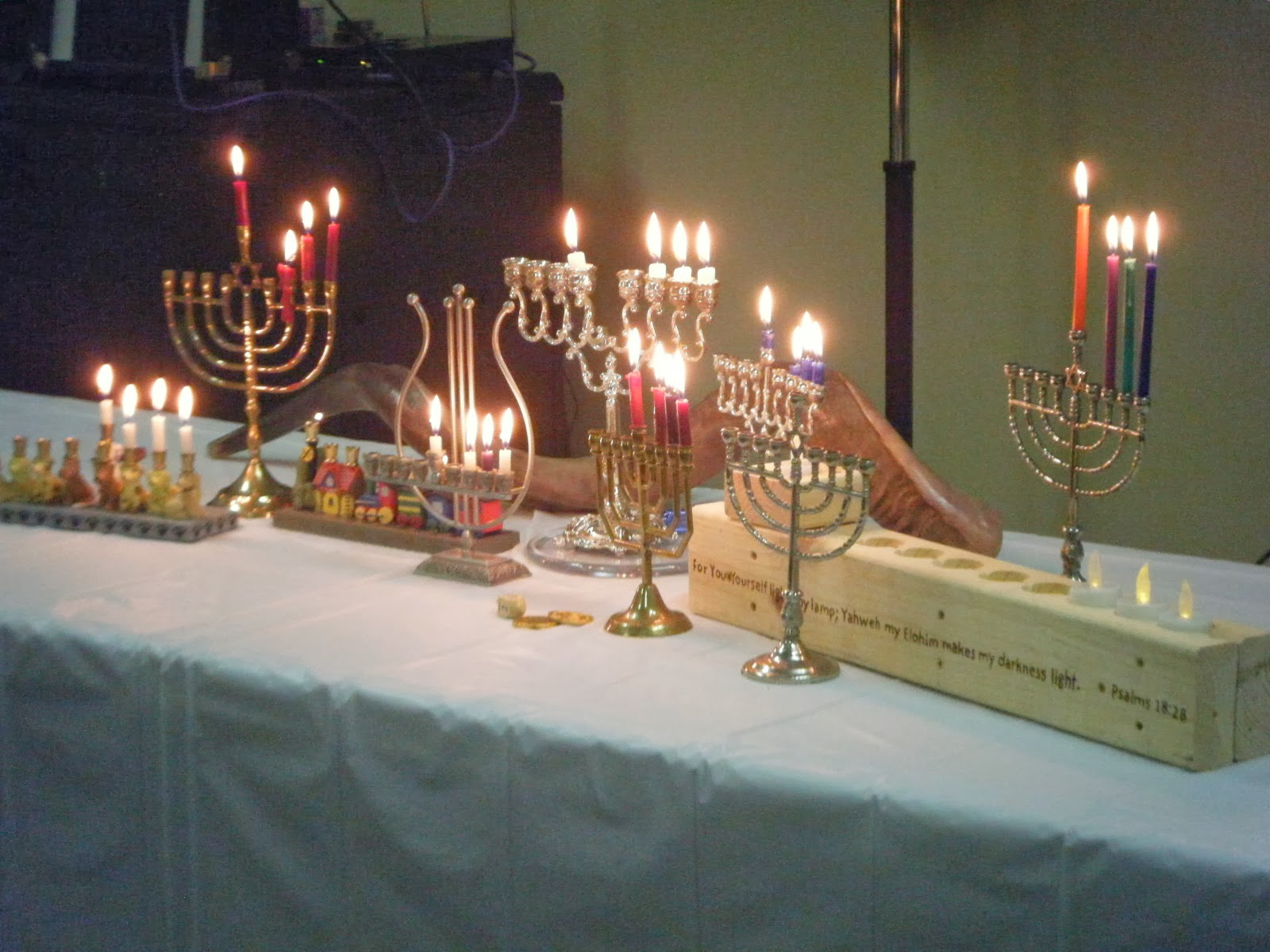 Love For His People: Shabbat Candle Lighting & Prayers