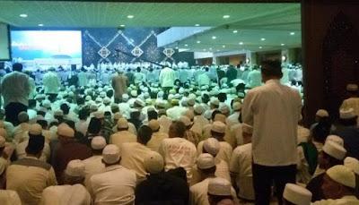 Ribuan Jamaah Padati Acara Dzikir dan Shalawat di Masjid At-Tin