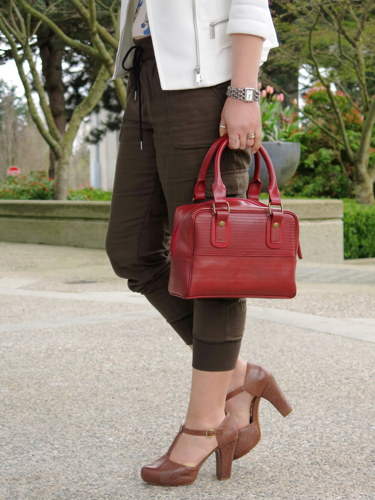 slouchy cargo pants and Elvis & Kresse bag