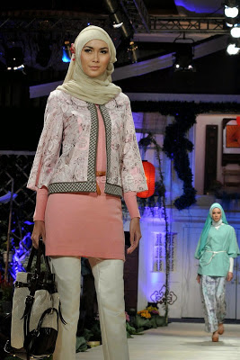 Model Baju Muslim Wanita Modis dan Trendy Terbaru
