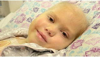 Κoριτσάκι πέθαινε από καρκίνο και οι γονείς του προετοίμαζαν την κηδεία του. Μέχρι που άνοιξε τα μάτια του και τους είπε αυτές τις 5 λέξεις…