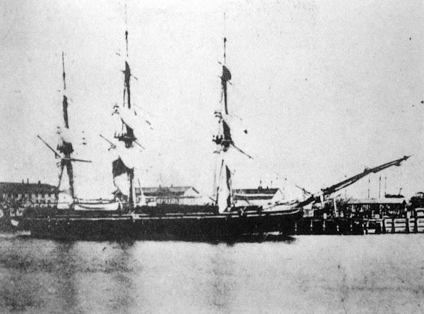 1853年黑船事件爆發,美國海艦隊駛入東京灣,於今橫須賀登陸,敲開日本幕府大門。圖為當時黑船之一的薩拉托加號,東洋文化協會分享於維基百科。
