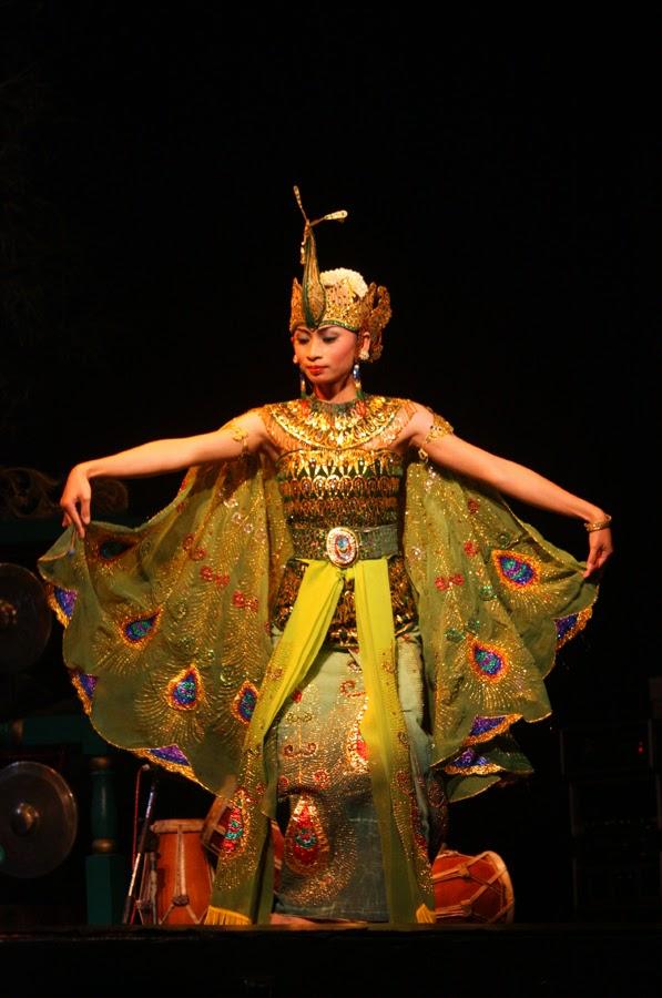 Tarian Tradisional Jawa Barat : tarian, tradisional, barat, Tarian, Tradisional, Barat