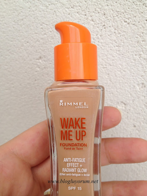 rimmel london wake me up fondöten soft beige