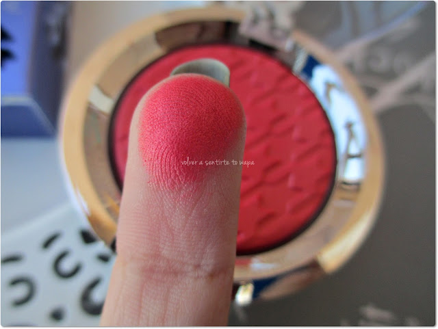 Colección EYECATCHER de FLORMAR - Flashy Blush - 01 Red Herring - Swatch
