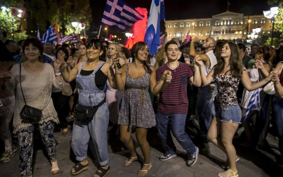 Οι ψηφοφόροι τουρκόσποροι και αφρικανοσποροι των ΣΥΡΙΖΑ-ΑΝΕΛ με κόκκινα δάνεια δεν θα πληρώσουν μία!