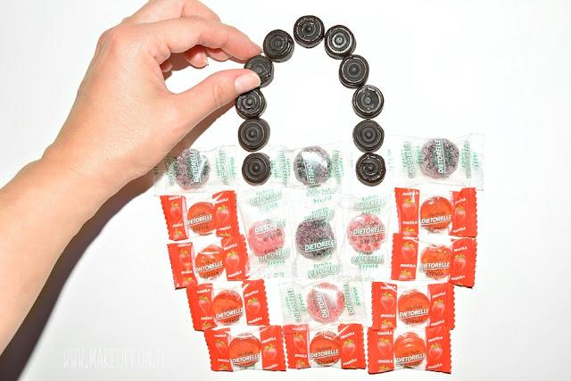 Nuovo concorso con Dietorelle per i suoi 40 anni! La caramella senza zucchero, dolcificata con stevia, ricca di succo di frutta, senza aromi e coloranti artificiali, in collaborazione con Le Pandorine, ti regala una borsa in limited edition!