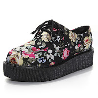 http://www.banggood.com/Vintage-Floral-Lace-Up-High-Platform-Skull-Flat-Creeper-Shoes-p-931839.html?utm_source=sns&utm_medium=redid&utm_campaign=naokawaii_10th&utm_content=chelsea
