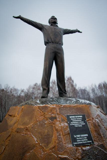 Эконом памятник Пламя Углегорск Эконом памятник с резным крестиком в углу Шелепиха
