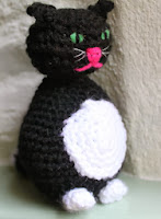 http://translate.googleusercontent.com/translate_c?depth=1&hl=es&rurl=translate.google.es&sl=en&tl=es&u=http://lotsofnicethings.com/2012/09/23/how-to-crochet-your-cat/&usg=ALkJrhigop5c9GQNjewB35ub0n09tIJ84A