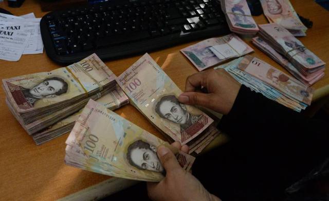 Restringen uso de cuentas bancarias a venezolanos que salgan de su país