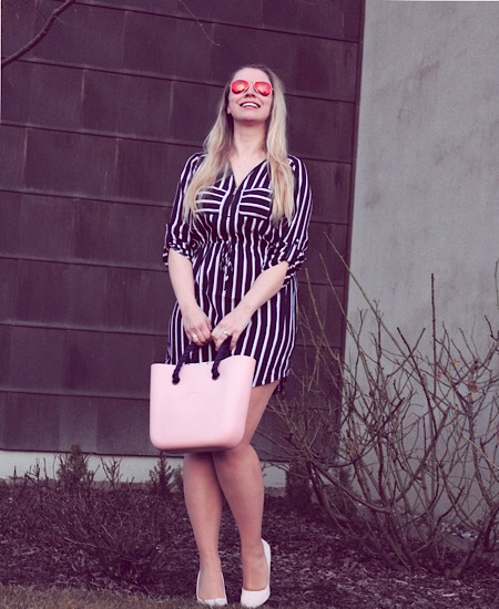 Streifenkleid rosa Pumps O Bag
