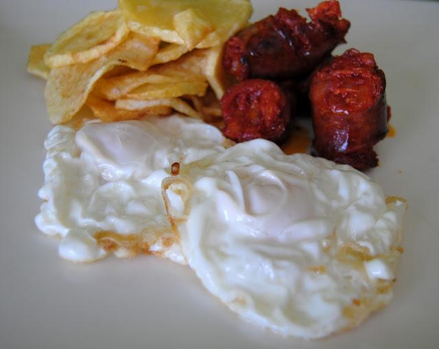 Huevos Fritos con Chorizo y Patatas