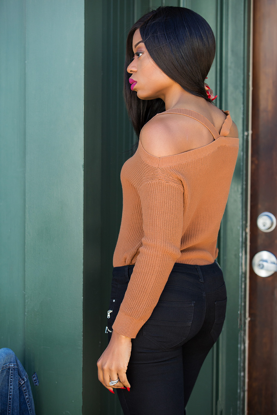 fall sweater: shoulder cut out, www.jadore-fashion.com