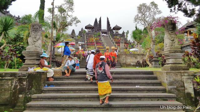 Peregrinación al templo Pura Besakih de la Madre