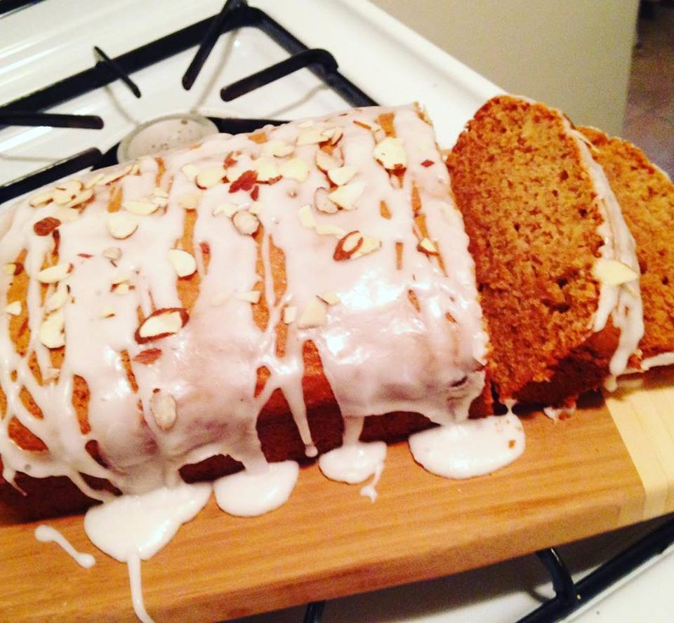 Eat. Run. Style.: Easy Applesauce Cake