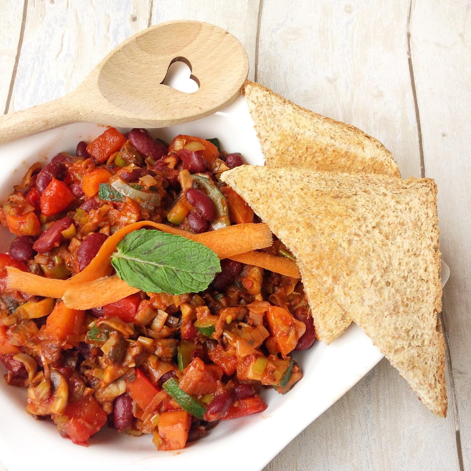 Schnelle vegane Küche | Scharfe Bohnen-Gemüse-Pfanne - Veganaholic