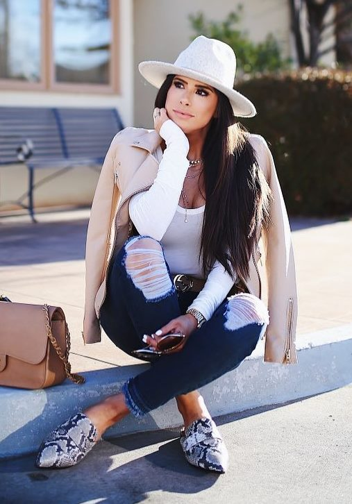 best fall outfit with a hat : white top + beige biker jacket + bag + snake loafers + rips