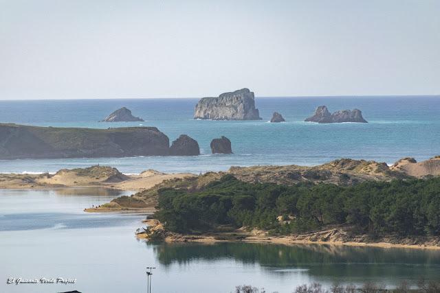 Dunas sobre la playa de Valdearenas - Cantabria, por El Guisante Verde Project