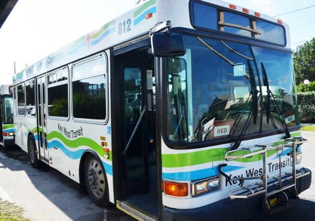 Como ir do aeroporto de Key West até o centro turístico de ônibus