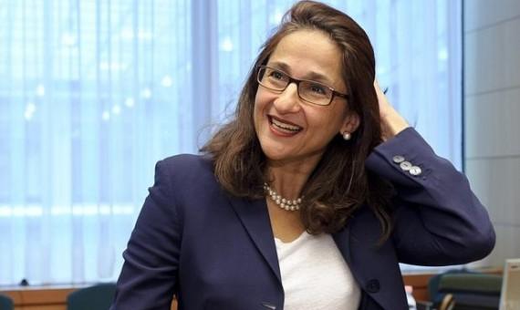 نعمت شفيق أول  امرأة تتوهج على عرش كلية لندن للإقتصاد امرأة مصرية