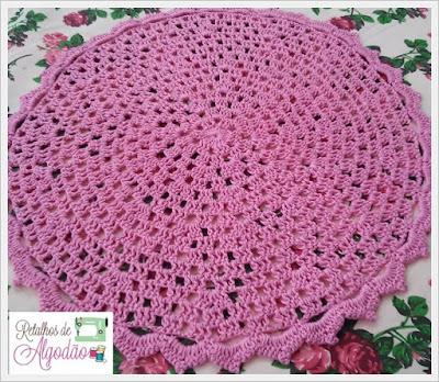 Sousplat feito em crochê na cor rosa