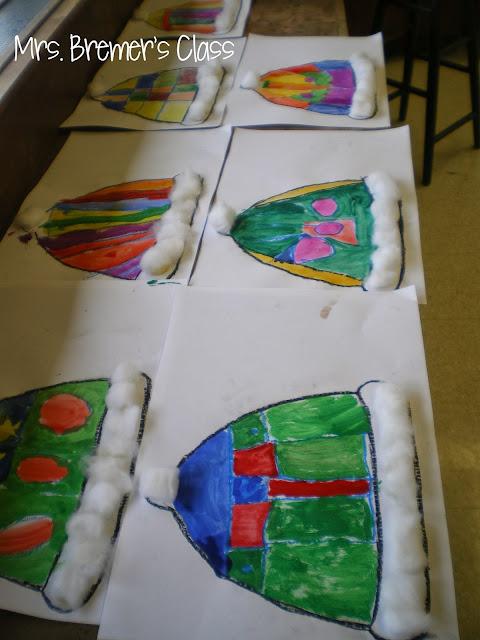 Kindergarten winter art based on The Mitten and The Hat by Jan Brett #kindergarten #kindergartenart #janbrett #thehat #themitten