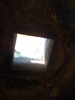 El agujero de la muerte, en el techo.