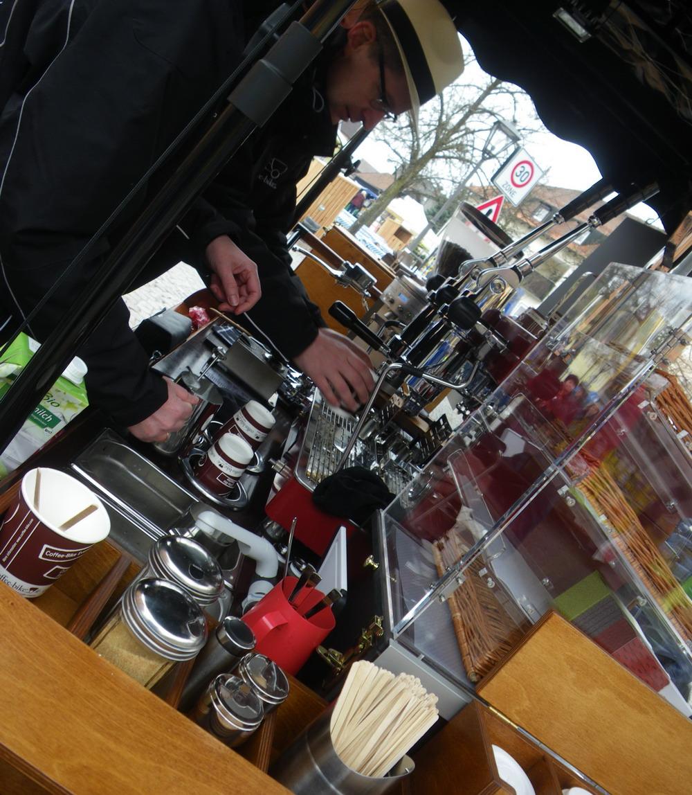 ausw rts essen regensburg stefan kiefers coffee bike auf dem josefimarkt in wiesent. Black Bedroom Furniture Sets. Home Design Ideas