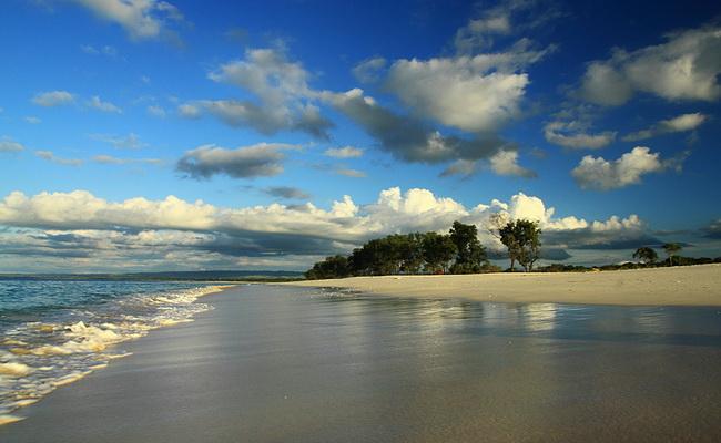 www.xvlor.com Mananga Aba Beach is dawn and dusk coastline on Sumba Island