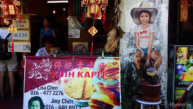 girl preparing kuih kapit street art penang