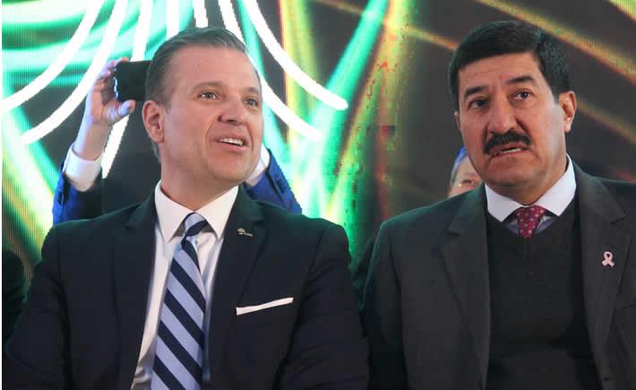 Presidente del Consejo Nacional de la Industria Maquiladora y Manufacturera de Exportación (index), Luis Aguirre Lang acompañado del Gobernador de Chihuahua, Javier Corral. (Foto: Index)