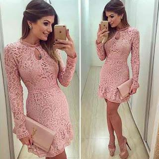 vestido rosa de manga longa