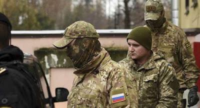 Захваченных украинских моряков перевезли в Москву