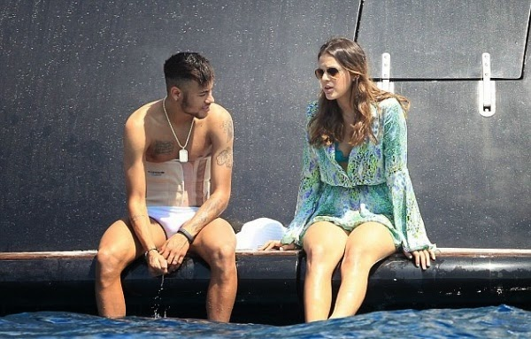Pheme News Live: Recovering Neymar Spotted Chilling WIth ...Neymar And Girlfriend Together