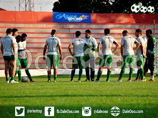 Oriente Petrolero - Entrenamiento en el Estadio de Real Santa Cruz - DaleOoo.com web página sitio Club Oriente Petrolero