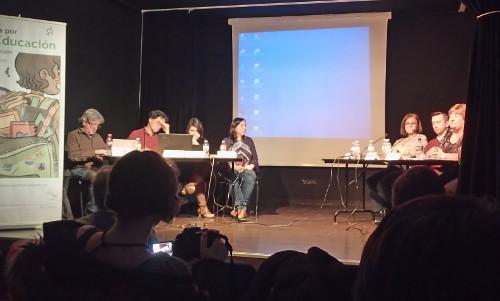 Los ponentes de la charla sobre el programa bilingüe en pleno debate