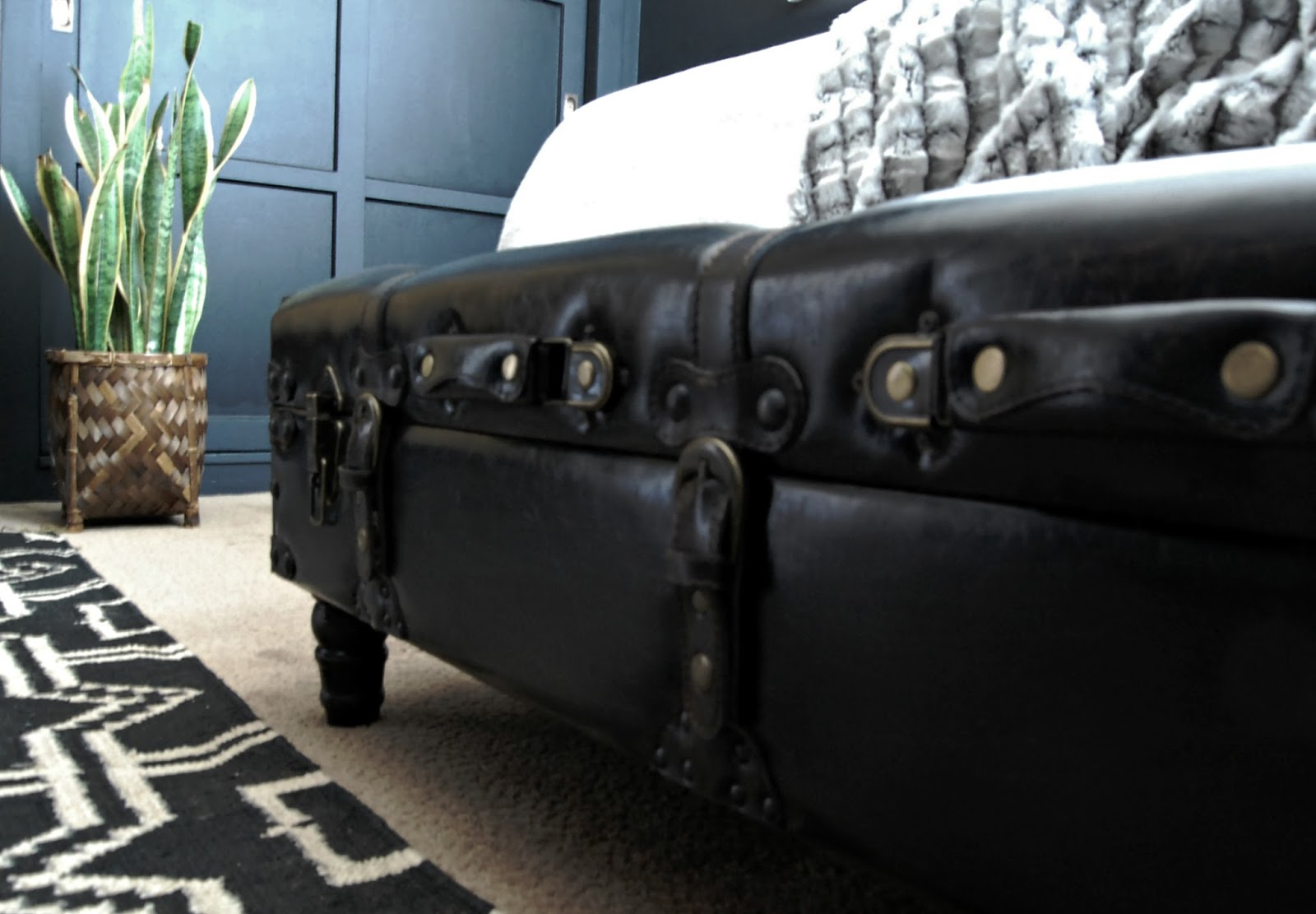 one room challenge bedroom makeover interior design decorating diy home improvement black brass modern vintage eclectic decor leather storage bench