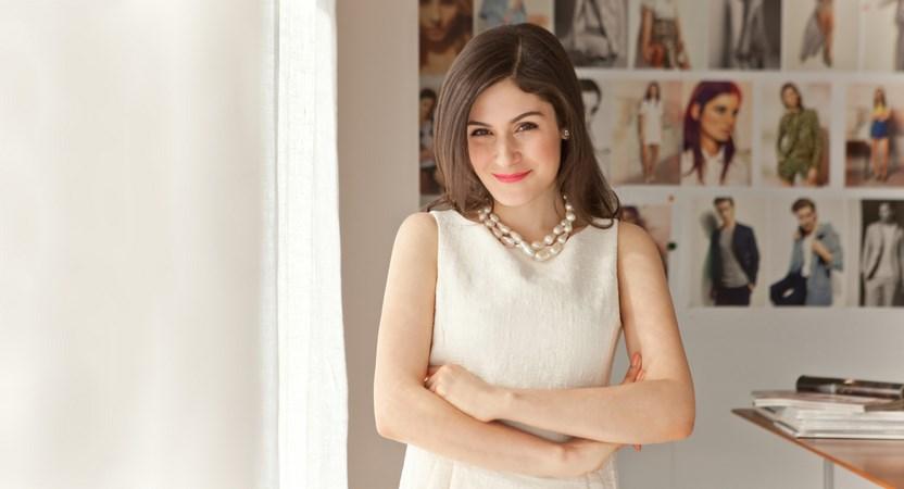 gaun dan kulit putih artis cantik Valeria Domingues