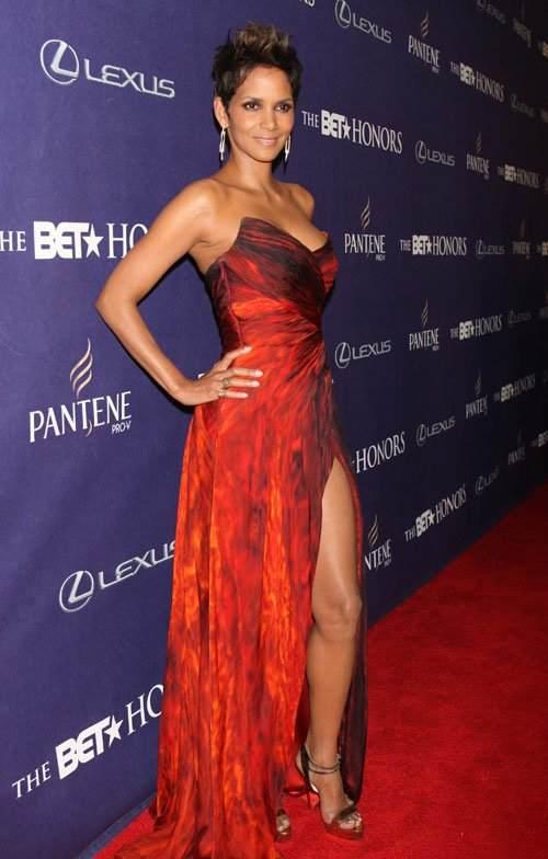 Outfits de Halle Berry ¡Luce como una estrella!