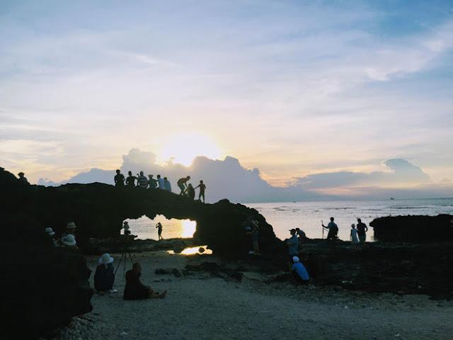 """Cổng Tò vò là một """"vòm cổng"""" bằng đá với độ cao khoảng 2,5m hình thành một cách tự nhiên"""
