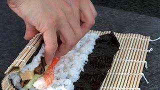 طريقة عمل السوشي بالأرز