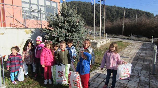 Γιάννενα: Τα Παιδιά Στόλισαν Το Δέντρο Και Πήραν Τα Δώρα Τους! στο Δήμο Δωδώνης