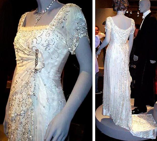 Vestido branco céu, cena filme Titanic da Rose em manequim